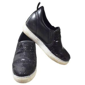 vabaaja jalats tume üks peal