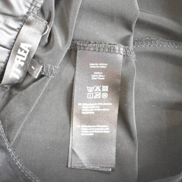 Mustad püksid silt (3)
